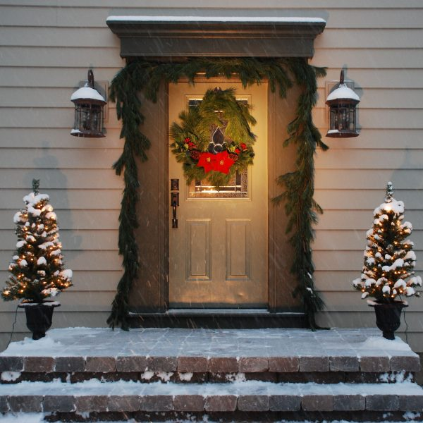 Christmas wreath how to make a beautiful christmas wreath for 7 or less a storybook life - Admirable christmas wreath decorating ideas to welcome the december ...